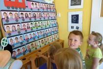 Tablo předškoláků naznačuje blížící se konec roku
