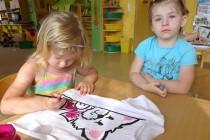 U Koťat se malovalo na trička