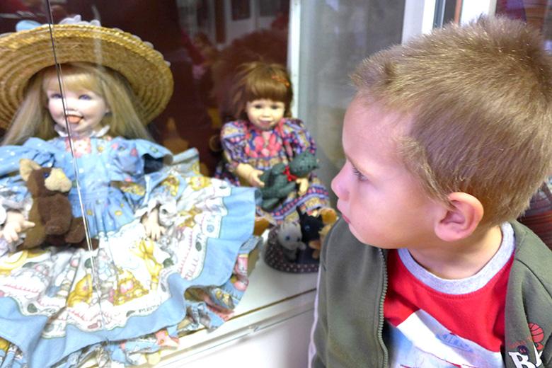 Výstava panenek v muzeu