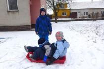 První sníh na zahradu spad