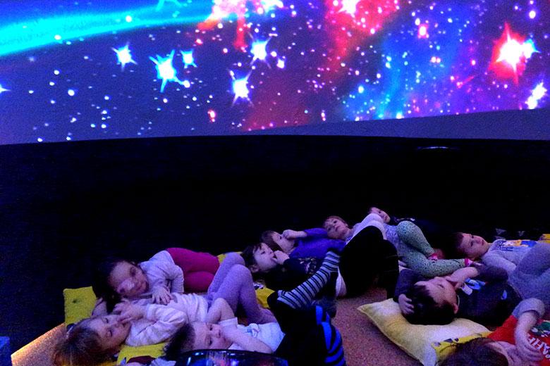 Mobilní planetárium ve školce