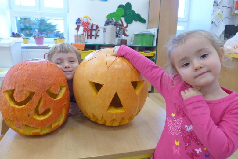 Památka zesnulých a Halloween